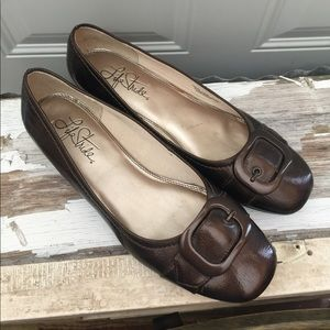 Life Stride Brown Flats 9.5 M
